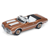 Johnny Lightning 1:64 Scale Classic Gold Collections 1972 Oldsmobile Cutlass 442