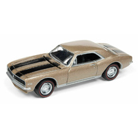 Johnny Lightning 1:64 Scale Muscles Cars USA 1967 Chevy Camaro Z28 - Granada Gold Poly