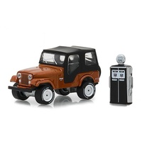 Greenlight 1:64 Scale The Hobby Shop Series 5 1974 Jeep CJ-5 copper metallic With Vintage Gas Pump