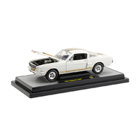 M2 Machines 1:24 - Release 75A - 1966 Shelby G.T.350H (Cream white with gold stripes) - Limited to 5880 pieces)