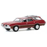 Greenlight 1:64 Estate Wagons Series 5 - 1971 Oldsmobile Vista Cruiser in Matador Red with Woodgrain