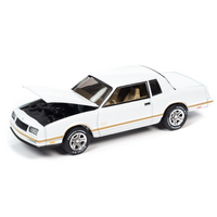 Johnny Lightning 1:64 Classic Gold Release 2 Version A - 1987 Chevrolet Monte Carlo SS (White w/Gold Striping)